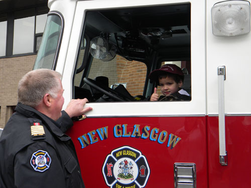 Fire_Truck_and_little_boy