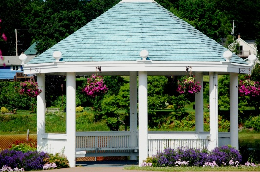 Gazebo with baskets